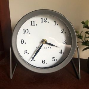 🆕Rae Dunn metal round desk clock